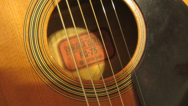 Vintage Yamaha Nippon Gakki FG-75 Acoustic Guitar Red Label