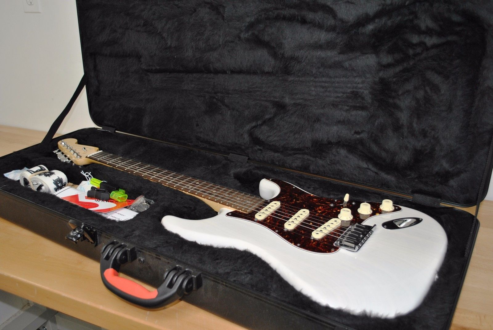 2013 Fender Deluxe Ash Stratocaster electric Guitar Transparent White USA Strat