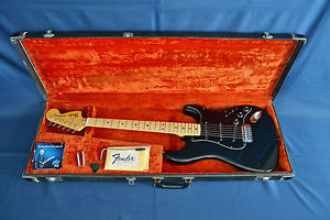* * * 1976/1977 Fender Stratocaster – Ebony Black – ALL ORIGINAL- L@@K !!! * * *