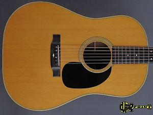 1972 Martin D-28S Dreadnought Flattop Guitar  – Natural Spruce Top –