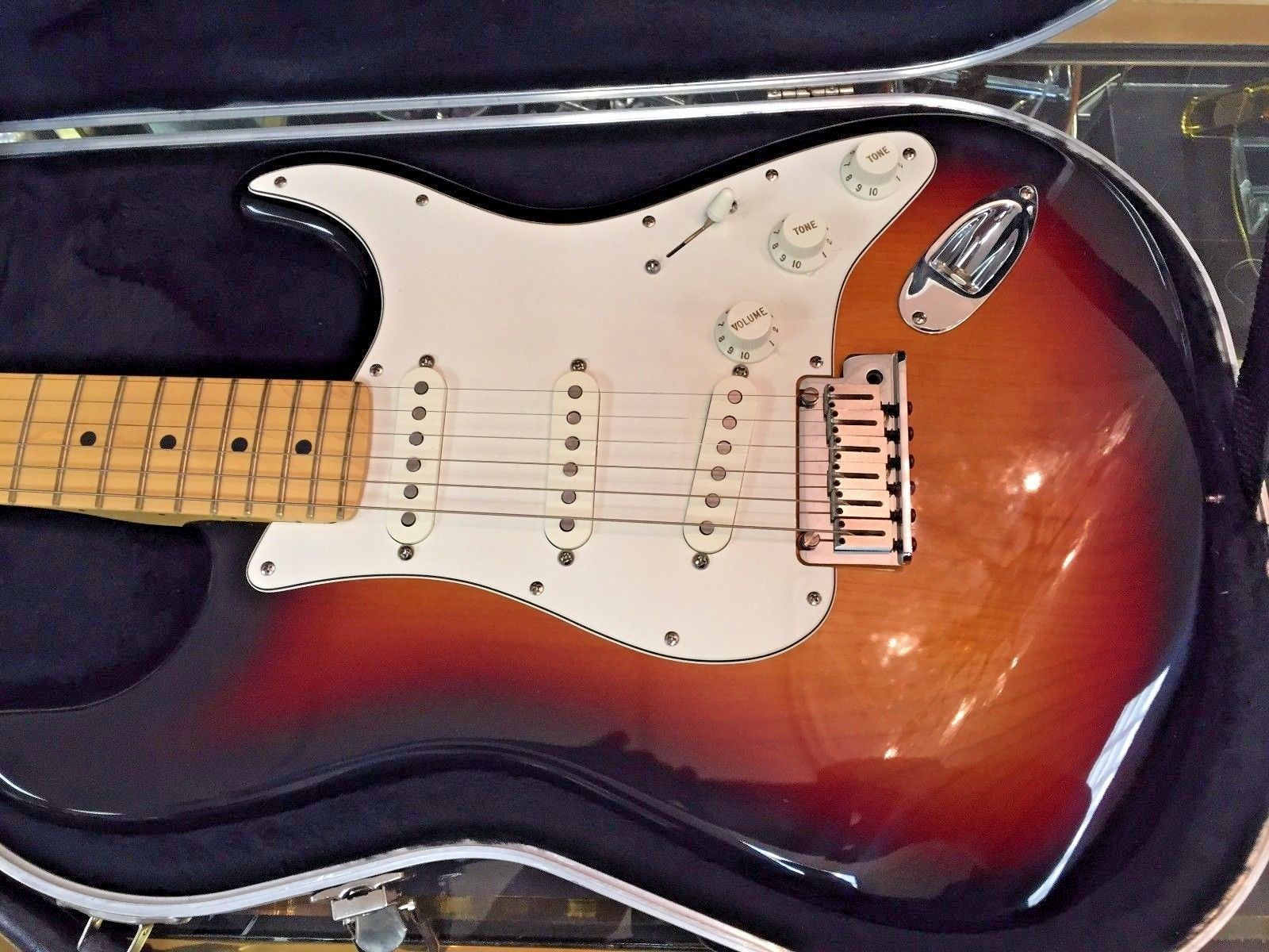 """`Fender 2001 American Sunburst USA Stratocaster with Case"""" NEVER USED"""" ZI 003315"""