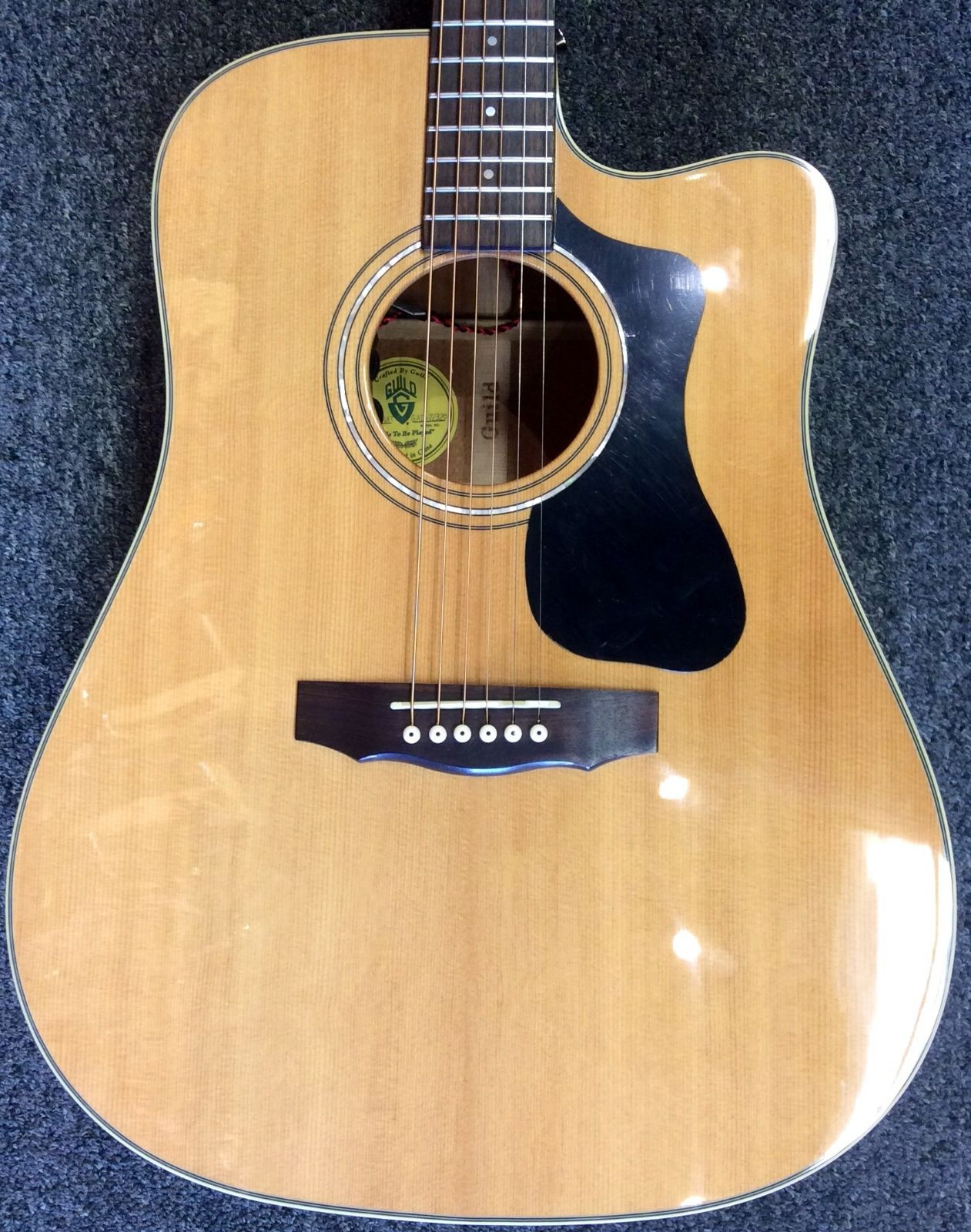 Guild GAD Series D-140CE Dreadnought Acoustic/Electric Guitar