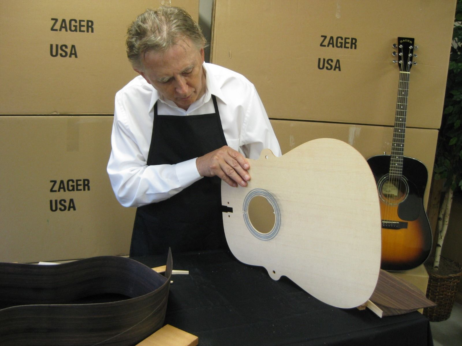 """Zager """"Easy Play"""" Acoustic Electric Natural Guitar + Taylor Case Picks Strap"""