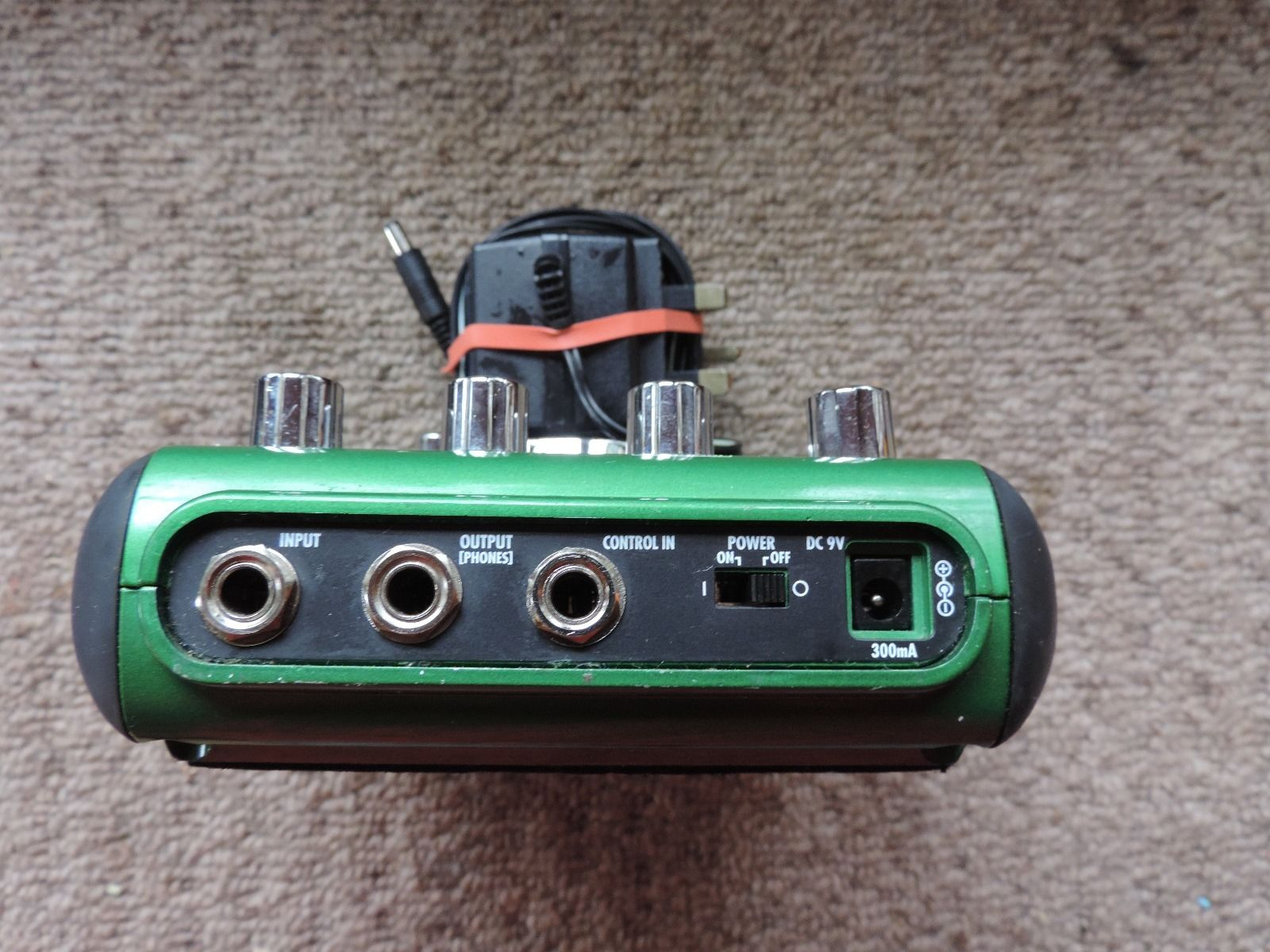 zoom A2 acoustic guitar processor effects pedal